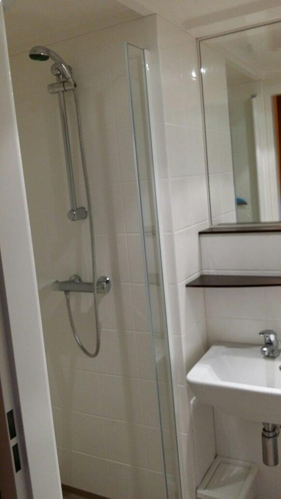 S pod benelux prefab badkamer sanitaire unit kant en klare badkamer op europages - Badkamer model met badkuip ...