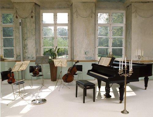 Wollteppich in klassischem Musikzimmer