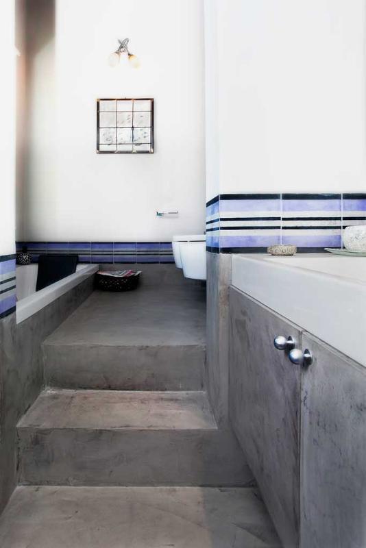 bagno e scala microcemento