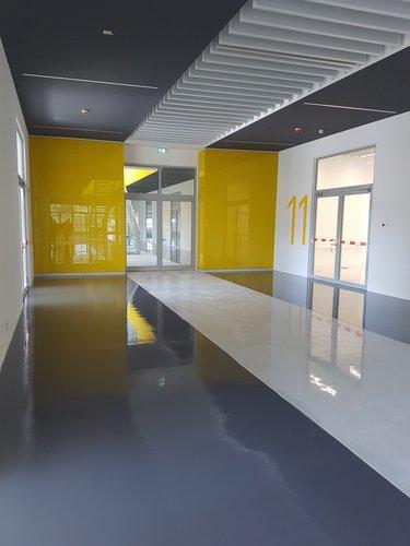 Zweifarbige Industriebodenbeschichtung