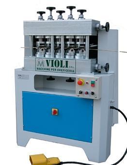 Le linee di raddrizzatori Violi sono adatte per la lavorazione di tubi, barre e profili complessi, di differenti materiali. I raddrizzatori sono facilmente adattabili a diversi diametri.