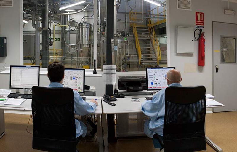 Deretil ofrece sus servicios especializados a los laboratorios farmacéuticos para la producción de ingredientes químicos activos para las fases intermedias de la cadena de producción.
