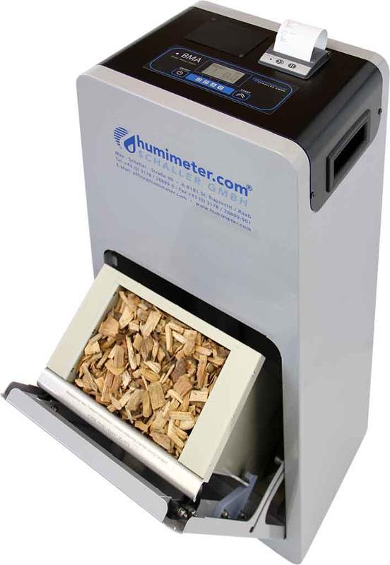 Profimessgerät zur Wassergehaltsbestimmung von Biomasse mit optionaler Anzeige von Schüttdichte und ATRO Tonne/m³ in wenigen Sekunden für Lieferanten und Betreiber von Biomasse-Heizanlagen.