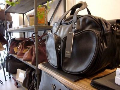 Gamme de sacs à main en cuir pour homme esprit tendance.