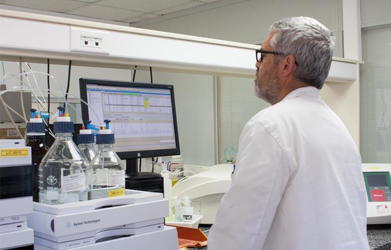 Deretil Vitatech nuestro dpto. de i+d, estudia, recopila y organiza la información tecnológica necesaria para la producción tanto a escala de laboratorio, como de planta piloto y/o planta industrial.