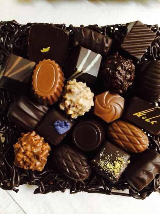 Chocolats Janin  : atelier de fabrication de chocolats où Stéphane Janin, chocolatier professionnel et spécialiste de la fabrication de chocolats, vous invite à découvrir sa fabrique de chocolat.