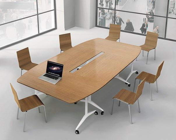 Tables de réunion sur roulettes avec plateau rabattable.Cette collection de tables rabattables contribue aux besoins de flexibilité de vos espaces réunion.Mise en place en temps record.