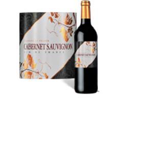 Le Cabernet Sauvignon est un cépage célèbre dans le monde entier, son raisin noir donne des vins colorés qui se distinguent par leur richesse, un nez franc et puissant au bouquet intense.