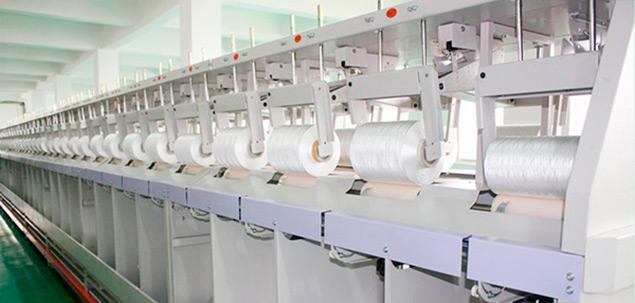 Contamos con stock permanente de más de 50 referencias distintas incluyendo corespun, poliester, algodón (perlé), poliester fibra cortada, poly-poly, poliamida modelo de alta tenacidad e hilos especia