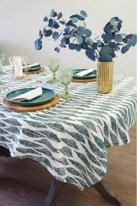 Linen tablecloth color leaves