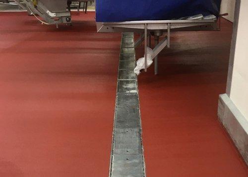 Fußbodenbeschichtung in Produktionshalle