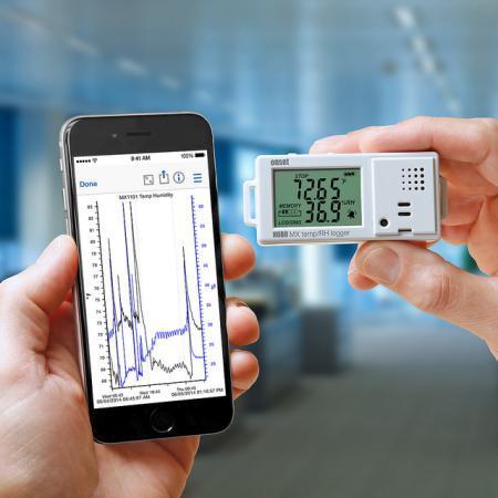 Der HOBO MX1101 Datenlogger zeichnet Temperatur und relative Feuchte auf und sendet die Daten per Bluetooth Smart-Technologie an mobile Geräte, auf denen die kostenlose HOBOmobile App installiert ist.