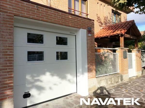 Instalacion de puertas de garaje seccionales en Navarra