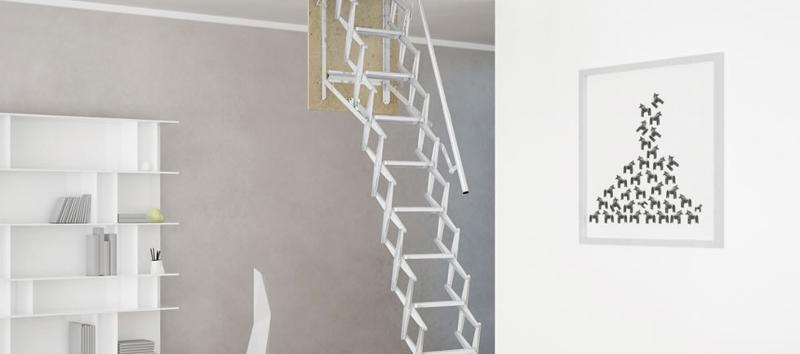 La scala retrattile a soffitto può essere personalizzata con pannello della botola in multistrato e realizzata anche in dimensioni e altezze fuori standard (h 280 cm).