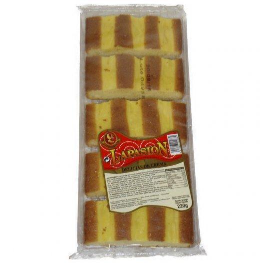 fette di pan di spagna, ricoperte di crema