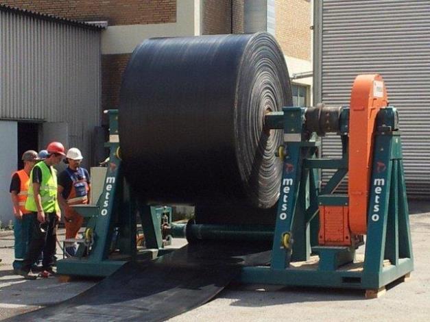 De ICE-Trade Belt Winder heeft een capaciteit van 20T, 2.2 m band breedte, 3.3 m. diameter en 31.6 kNm koppel. Gewicht inkl. de assen is 7.4 T.
