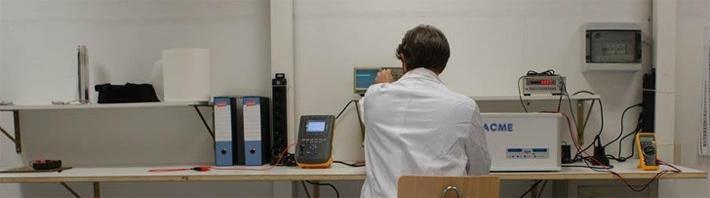 Macchina per lavaggio ad ultrasuoni di strumenti chirurgici