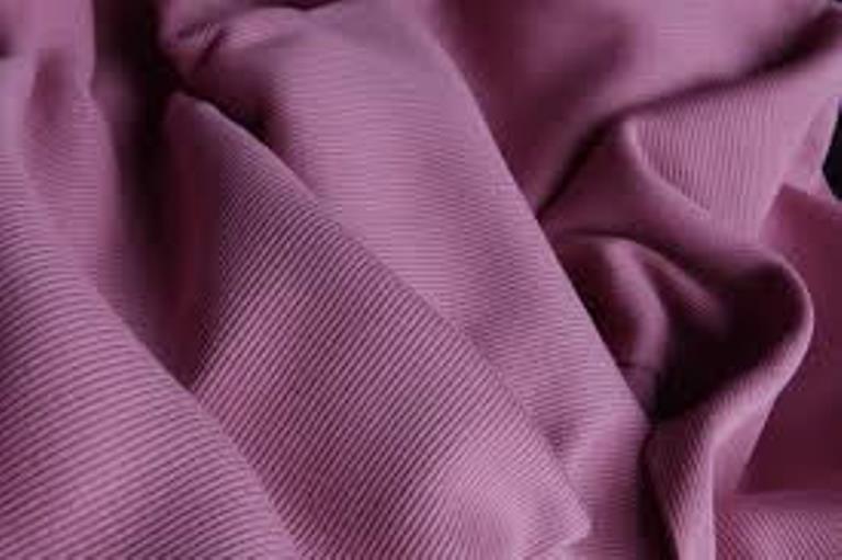 Her türlü elyaftan mamül gerek tüp gerekse açık en olarak, süprem, pike, ribana, interlok, iki iplik ve üç iplik örme kumaş üretimi yapmaktayız.