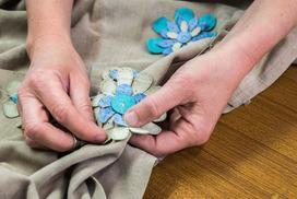 Produzione abbigliamento Made in Italy di giacche, trench, shearling, impermeabili, piumini, tailleur, gonne, pantaloni, abiti da sera e da cerimonia.