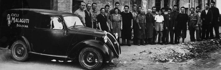 Foto storica della Malaguti agli inizi del'attività, nel 1930
