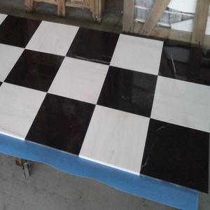 Dostarczamy płytki marmurowe w gotowych wymiarach np. 60x60 lub 40x40. Możemy także wyprodukować inny dowolny wymiar.