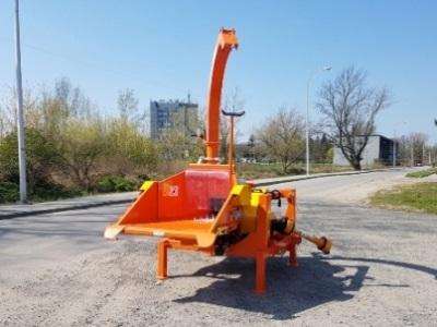 Weight 1200 [kg] Branch diameter logs up to 180 [mm] No of knives 3 cutting + 1 counter-knife Feeding speed up to 22 [running meters/min] Chipping capacity up to 10 [stère metes/h]