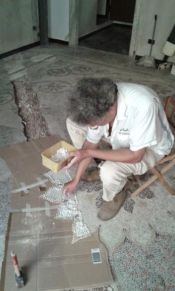 ripristino di un pavimento di graniglia risalente al 1700 a genova italia in via balbi
