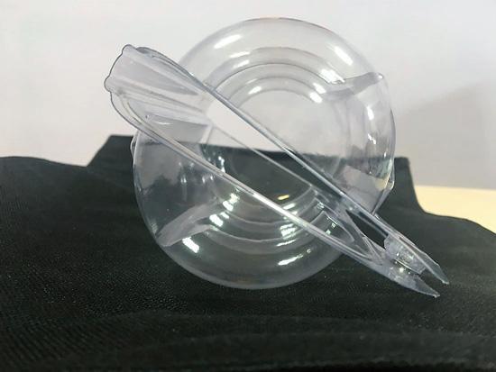 Blister fabriqué sur mesure en PVC. Le design est fait à partir des indications du client. D'abord, on dessine un modele en 3D. Après viendra l'approbation du produit et vérifier les points-clés