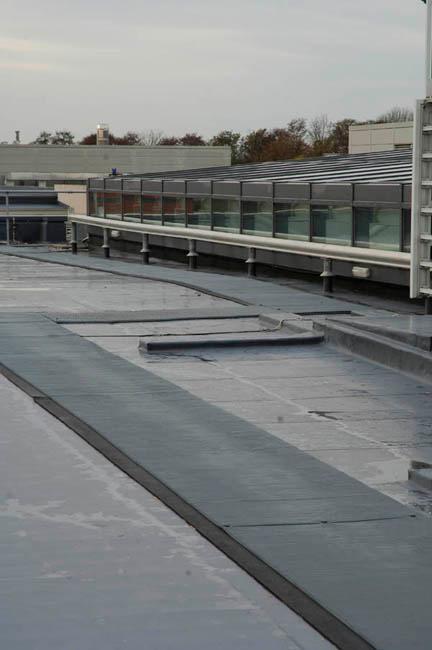 Caillebotis Crossgrip pour un acces sur au toit et protection de la membrane imperméable des toitures plates