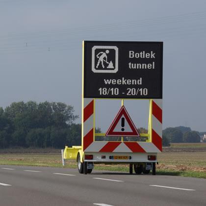 Mobiele verkeerssystemen zijn herkenbare producten die vaak te zien zijn op de weg. Zo is deze informatie helemaal uitgerust met zonne-panelen om volledige CO2 neutraal te kunnen functioneren.