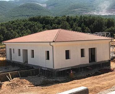 Κατασκευή τετράριχτης σκεπής σε κτίριο