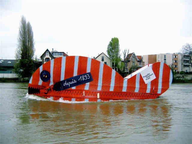 FLUVIAL SERVICE est une société spécialisée dans la navigation fluviale et  propose la location de bateaux sur Seine pour animations , location de péniches sur la Seine, location de péniches Paris .