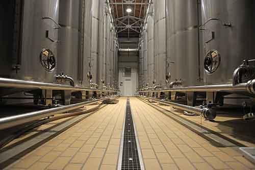 Colección en extrusión perfecta para zonas industriales y empresas agroalimentarias que requieren altas especificaciones técnicas así como una facilidad de limpieza y de mantenimiento.