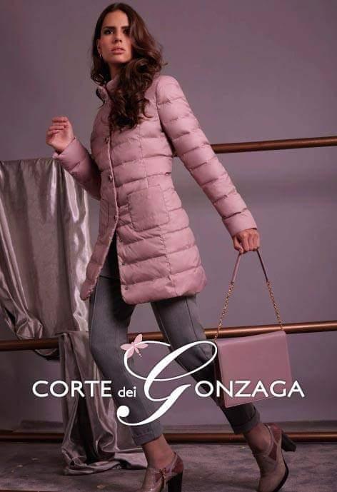 CORTE DEI GONZAGA è un marchio di capi confortevoli e moderni. A partire dal capo spalla per arrivare agli abiti più eleganti. MAGAZZINO ONLINE : www. veneremoda.com/