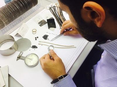 Un mix di eleganza e sensualità, qualità impeccabile e lusso sono ciò che caratterizza i nostri gioielli.