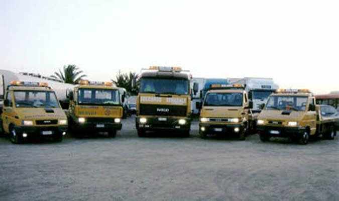 Vasto parco macchine per soccorso stradale e trasporto auto accidentate su territorio nazionale.
