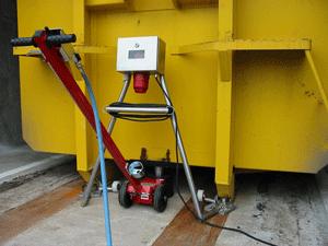 Système de pesage de bennes amovibles recevant des produits fluides.Portée 20 tonnes. Conforme à la norme NF R17-108 août 2001