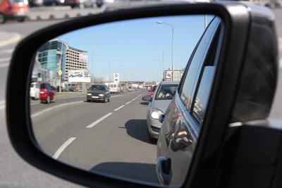 Частный детектив или детективное агентство ведут наружное наблюдение за передвигающимся объектом на автомобиле, фиксируют все возможные контакты данного объекта.