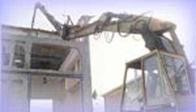 CONSAR soc.coop. effettua demolizione di strutture in cemento armato, calcestruzzo e ferro, avvalendosi di un'ampio parco di escavatori idraulici attrezzati con pinze, martelli demolitori e cesoie.