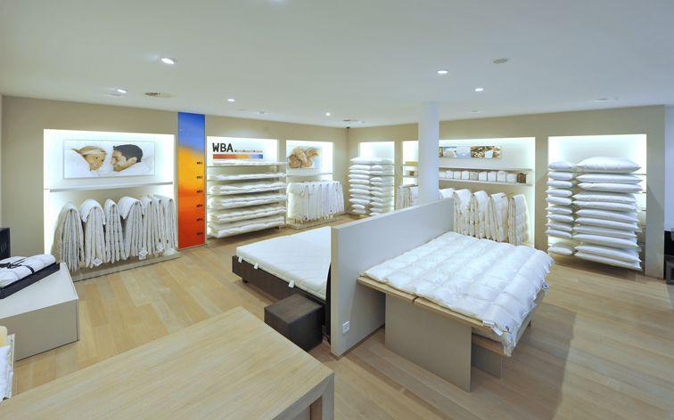 Bettdecken in verschiedenen Edelhaaren wie Cashmere, Kamelhaar oder Daunendecken. Außerdem sind wir spezialisiert auf gesunden Schlaf mit den Marken SCHRAMM, Treca Interiors Paris, Christine Kröncke.