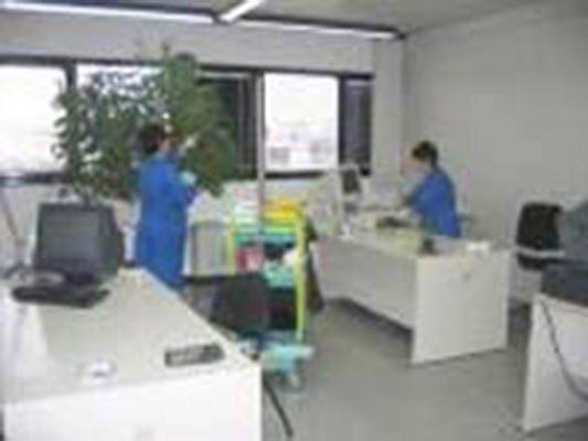 Semper è specializzata in pulizie di complessi industriali.