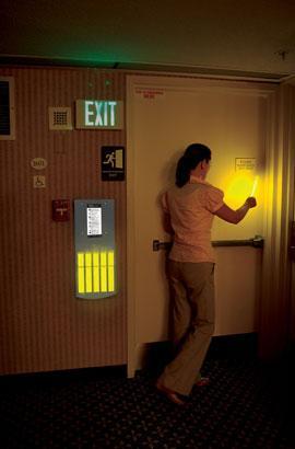 Lumière d'évacuation pour les établissements accueillant du pub
