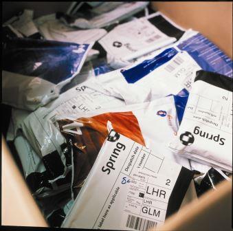 Envoi de courrier recommandé à l'international, envoi de courrier commandé à l'étranger, lettre recommandée à l'international, lettre recommandée à l'étranger, courrier vers l'Angleterre, Royaume-Uni