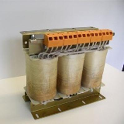 (Nucleo a mantello da 20 VA a 3000 VA) Trasformatori con una separazione di protezione tra avvolgimento primario e secondario.