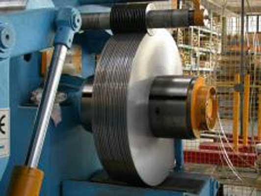 Nastro acciaio laminato a freddo temprabile cesoiato, fornito allo stato ricotto, crudo o con resistenza a richiesta.