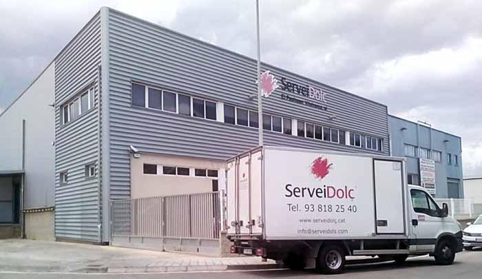 Disponemos de 1.350m² de almacén, 200m² de oficinas, 4.200m³ de cáramas de congelación y conservación y una sala obrador adaptada y equipada para hacer cursos y demostraciones.