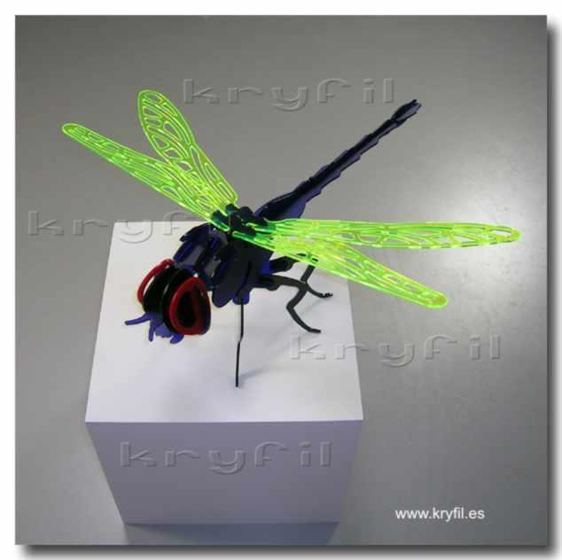 Corte laser de divertidos puzzles en 3D de metacrilato multicolor o contrachapado listo para pintar y ensamblar.