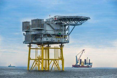 Substation & jacket voor het Amrumbank West Offshore Windpark.