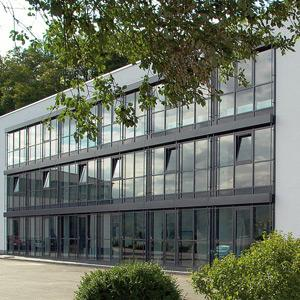 Our headquarters are situated approximately 70 km from Frankfurt. The centerpiece is the great showroom, where we have always installed various Baumann-Wohlenberg machinery, ready for demonstrations.