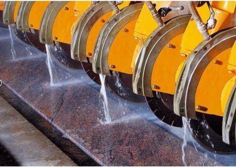 Utensile diamantato utilizzato su macchine da taglio,  normalmente inserite in una linea continua per produzioni  seriali.